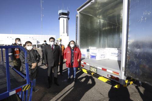 Ministra de Vivienda llegó a Puno para entregar vacunas contra la Covid-19