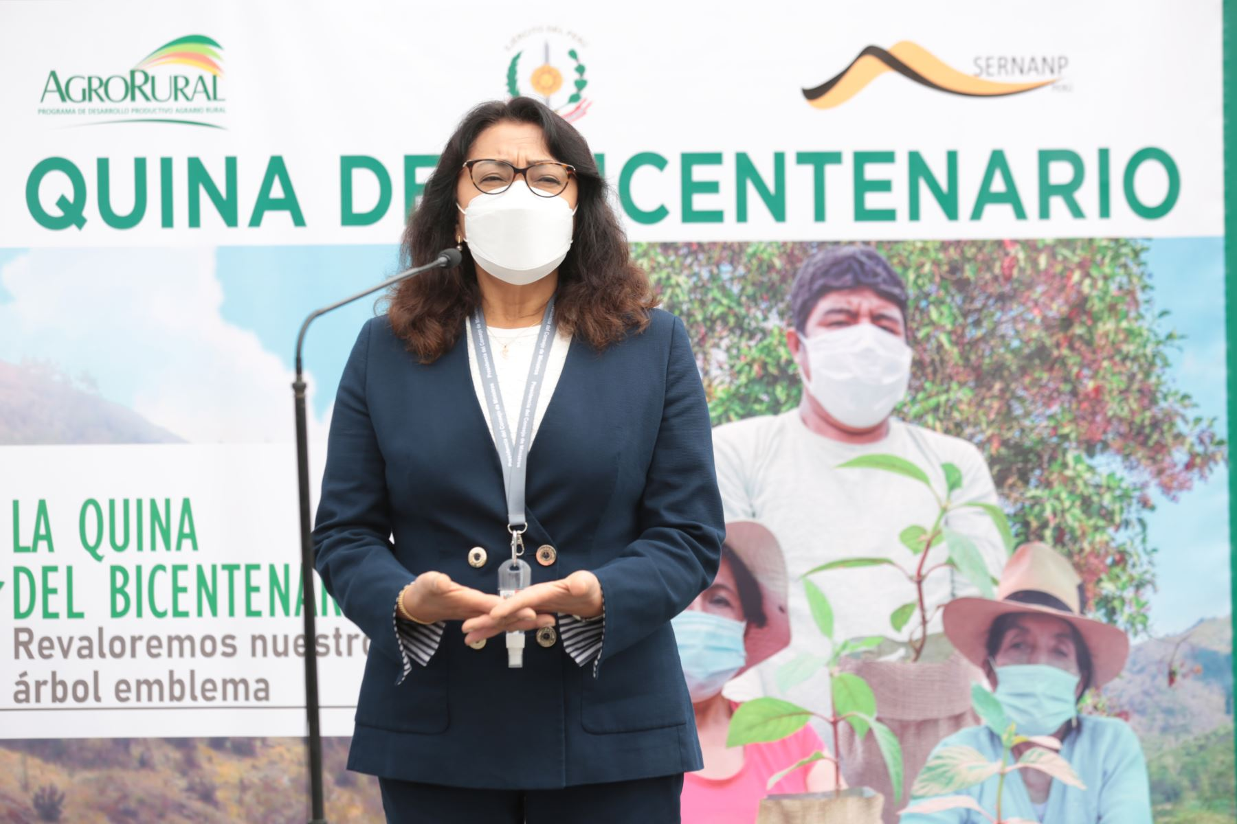 La presidenta del Consejo de Ministros. Violeta Bermudez, lidera el lanzamiento de la campaña nacional Revaloremos el Árbol de la Quina del Bicentenario, en el marco del Día de laTierra y el Año del Bicentenario. La acompañan la viceministra del Ministerio de Agricultura y el alcalde de la  Municipalidad de LimaJorge Muñoz. Foto:ANDINA/PCM