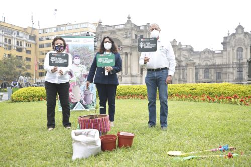 """Autoridades participan del lanzamiento de la campaña """"la quina del bicentenario"""""""