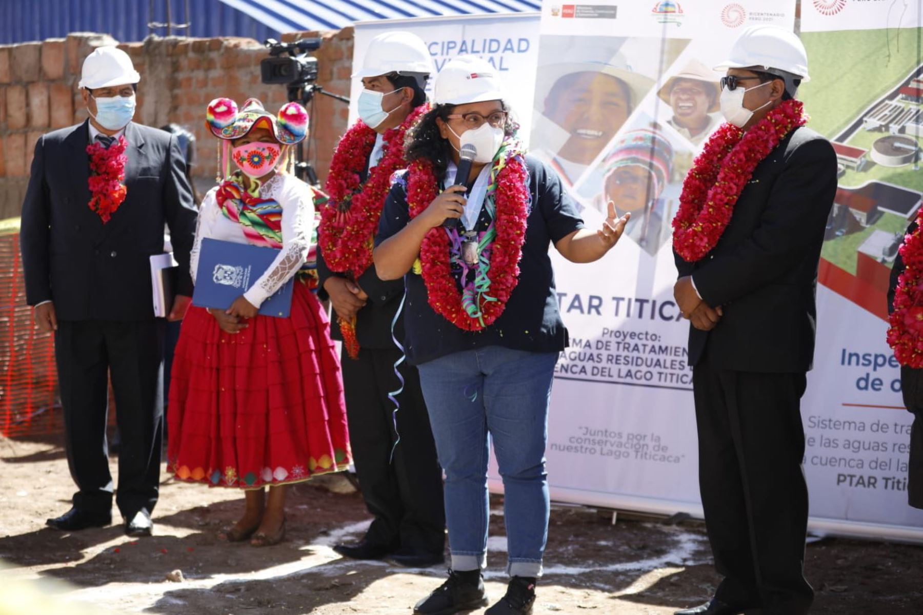 La ministra de Vivienda, Construcción y Saneamiento, Solangel Fernández, supervisó el inicio de las obras de la PTAR Titicaca, en Puno. Foto: ANDINA/MVCS