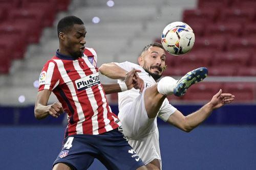 Atlético de Madrid derrotó 2-0 al Huesca por la liga española