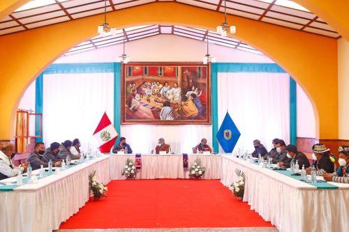 El presidente de la República Francisco Sagasti sostuvo una reunión de trabajo con autoridades de la región Huancavelica