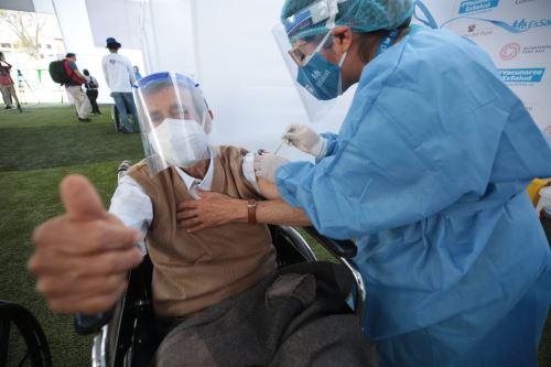 Inauguran vacunatorio en el Estadio Municipal Carlos A. Moscoso de Surquillo