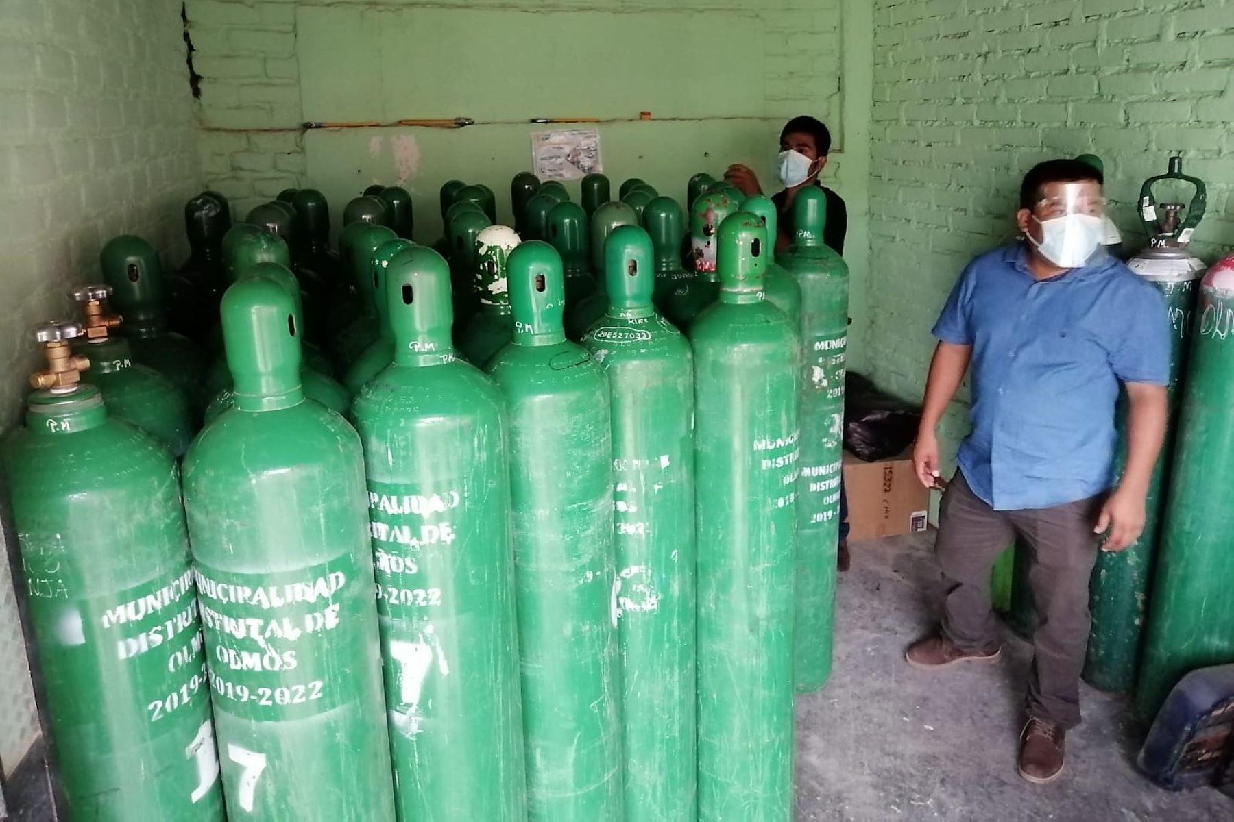 Llegan a Olmos 60 balones de oxígeno medicinal recargados con donación del alcalde y los regidores del distrito. Foto: ANDINA/Difusión