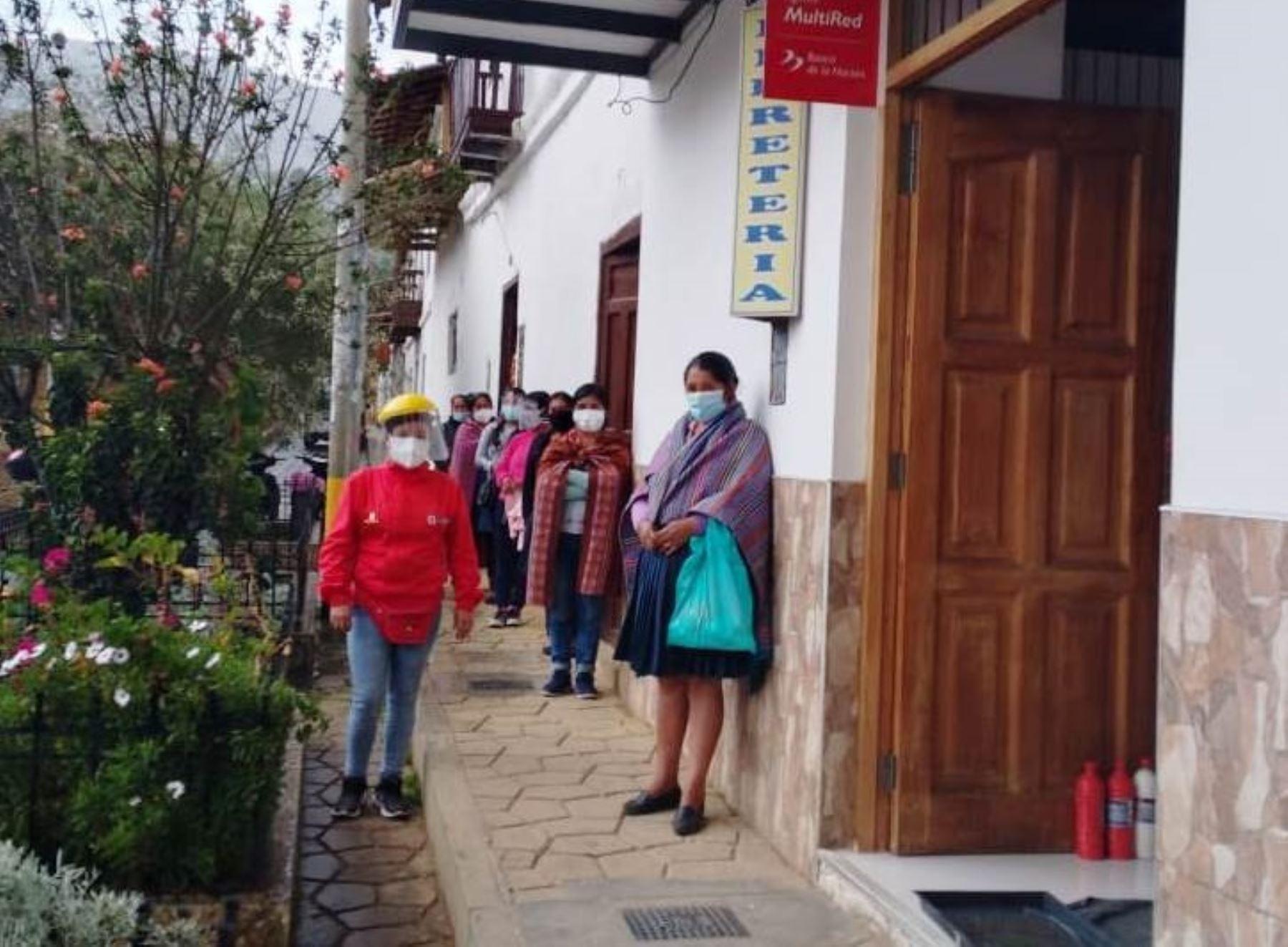 Más de 80,000 hogares pobres de la región Cajamarca reciben abonos que entrega el programa social Juntos. ANDINA/Difusión