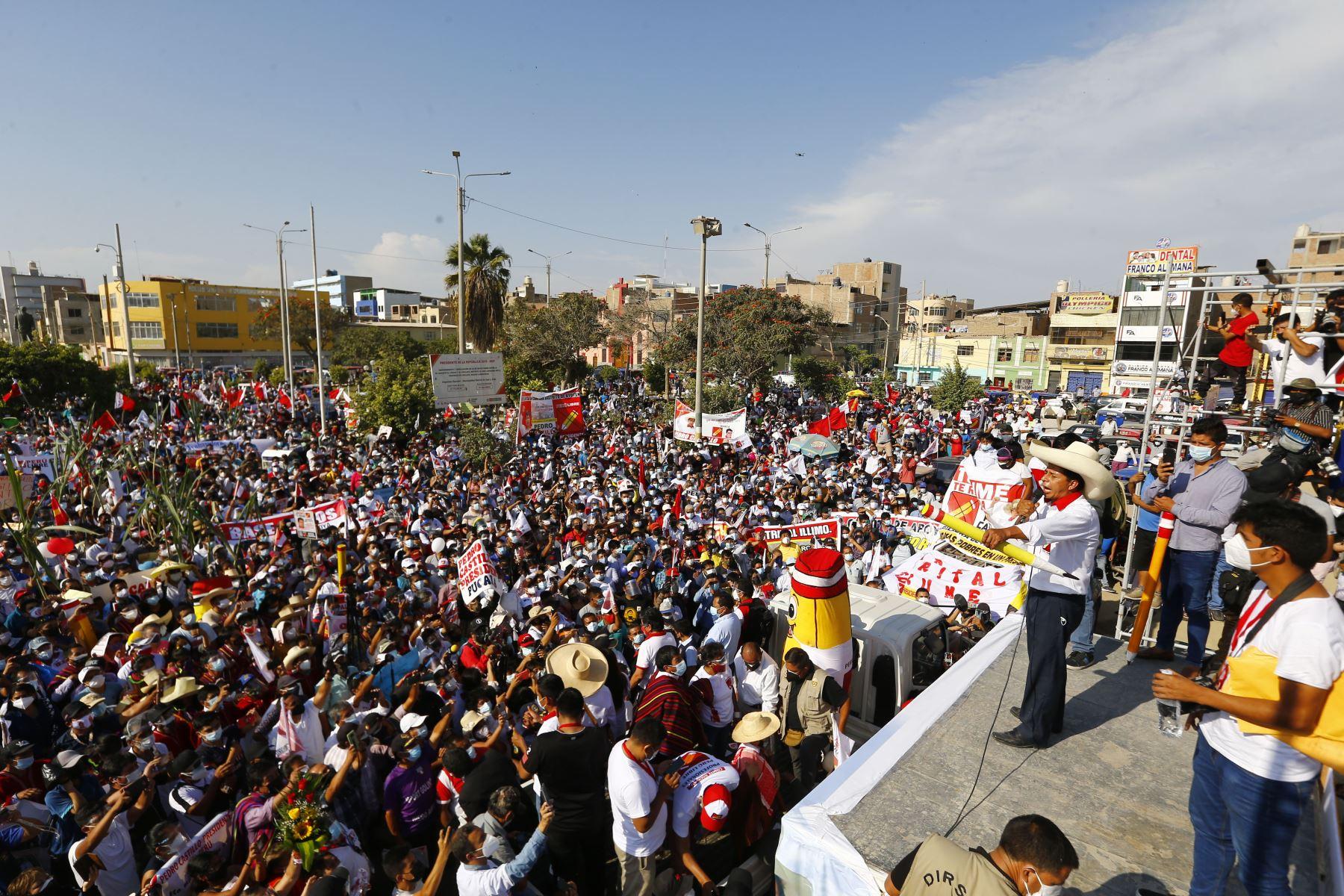 Mitin  del candidato de Perú Libre,  Pedro Castillo  en la ciudad de Chiclayo, como parte de su agenda en la región de Lambayeque.  Foto: ANDINA/Andrés Valle
