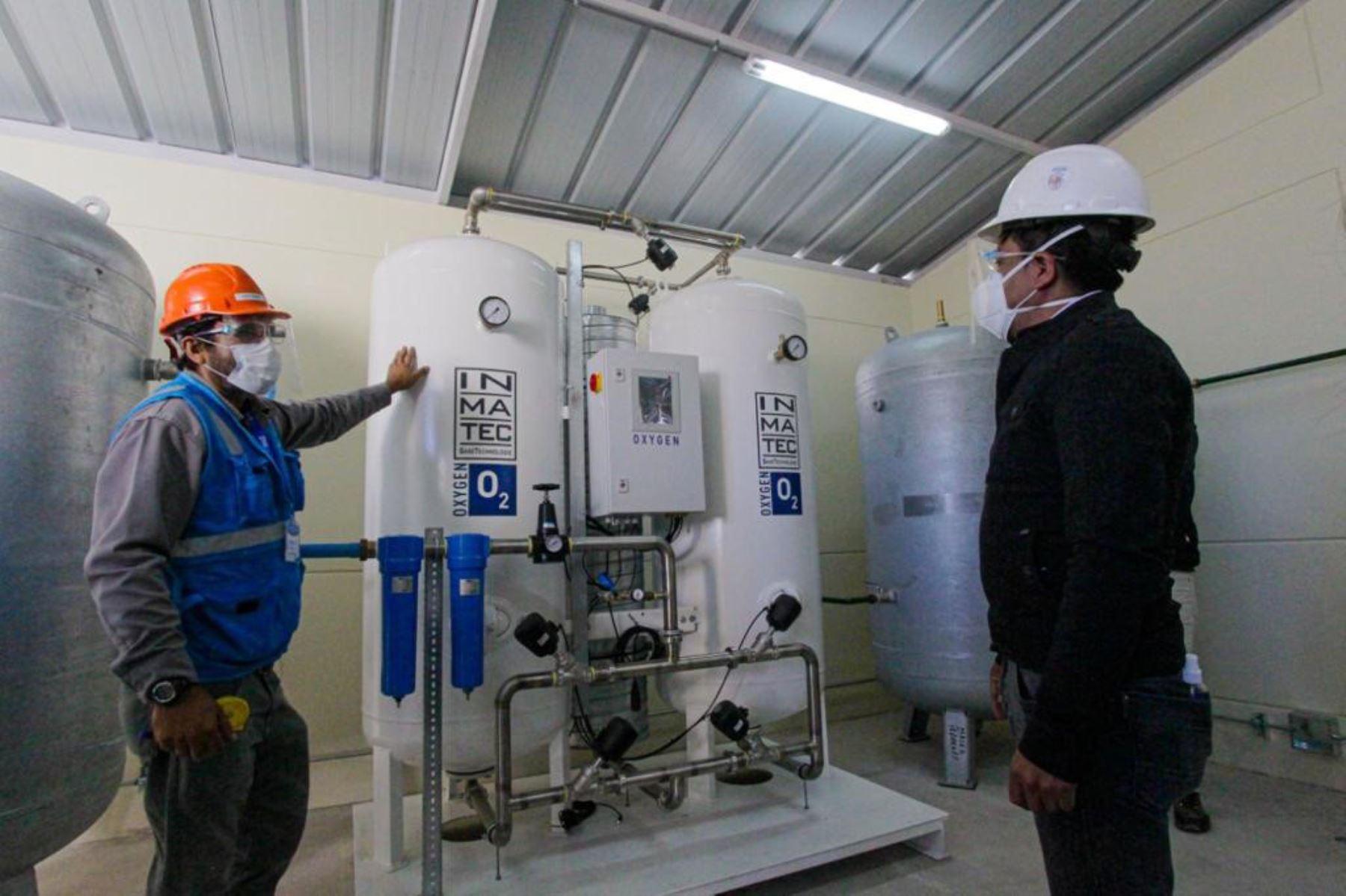 Inspeccionan avance de obras para la instalación de una planta de oxígeno medicinal en hospital de Majes, región Arequipa.