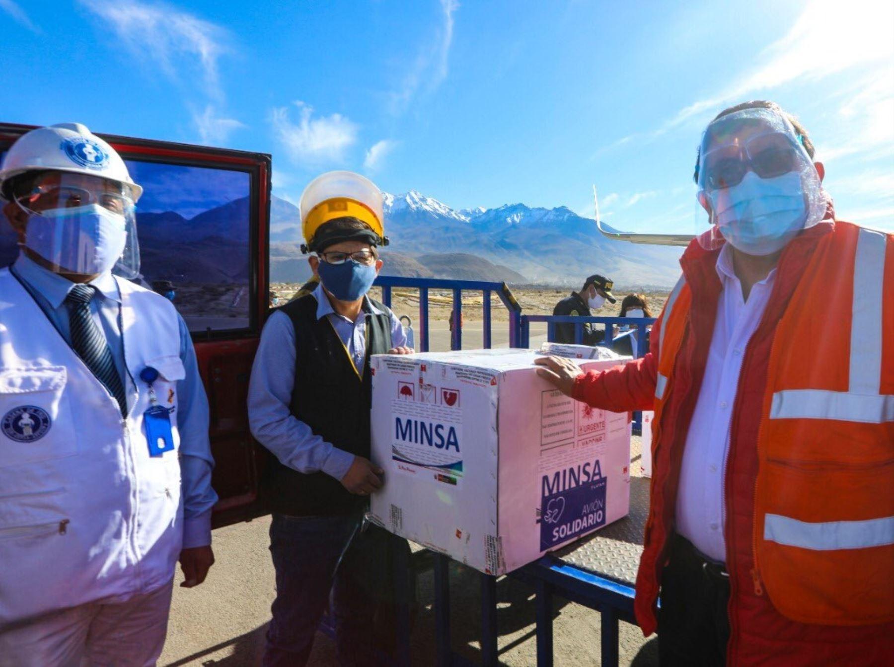 Arequipa recibe nuevo lote de vacunas contra la covid-19 y está lista para inocular a adultos mayores, resaltó el ministro de Desarrollo Agrario y Riego, Federico Tenorio.