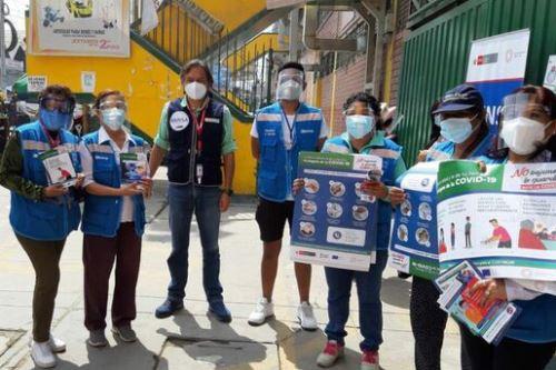 De acuerdo con la disposición del Estado, para ingresar a mercados o lugares públicos cerrados es necesario el uso de doble mascarilla y protector facial.