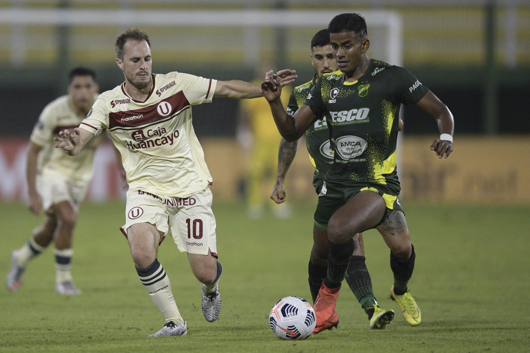 Universitario cayó 3-0 ante Defensa y Justicia por Copa Libertadores   Noticias   Agencia Peruana de Noticias Andina