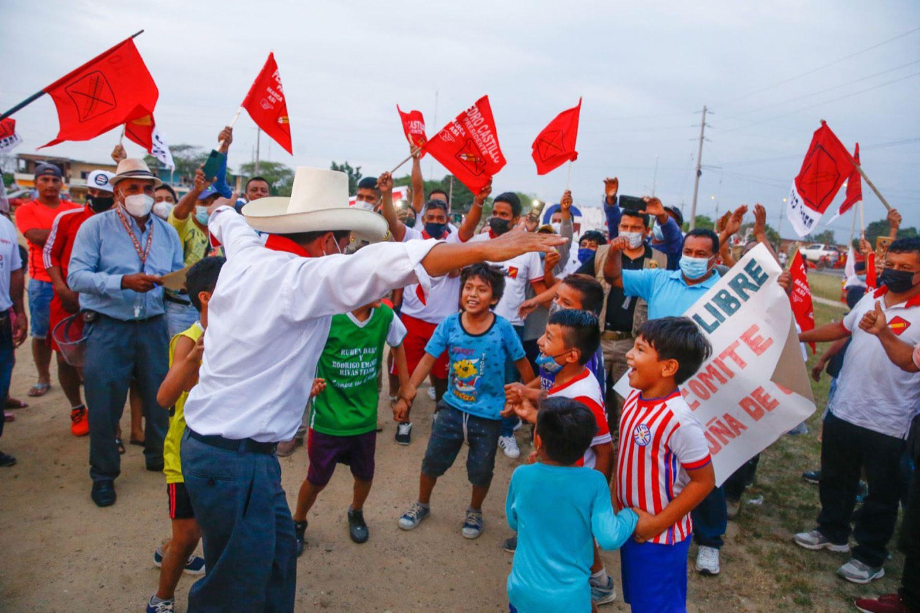 Candidato a la presidencia, Pedro Castillo participa en caravana junto a simpatizantes en la región de Tumbes.  Foto: ANDINA/Andrés Valle  Foto: ANDINA/Andrés Valle