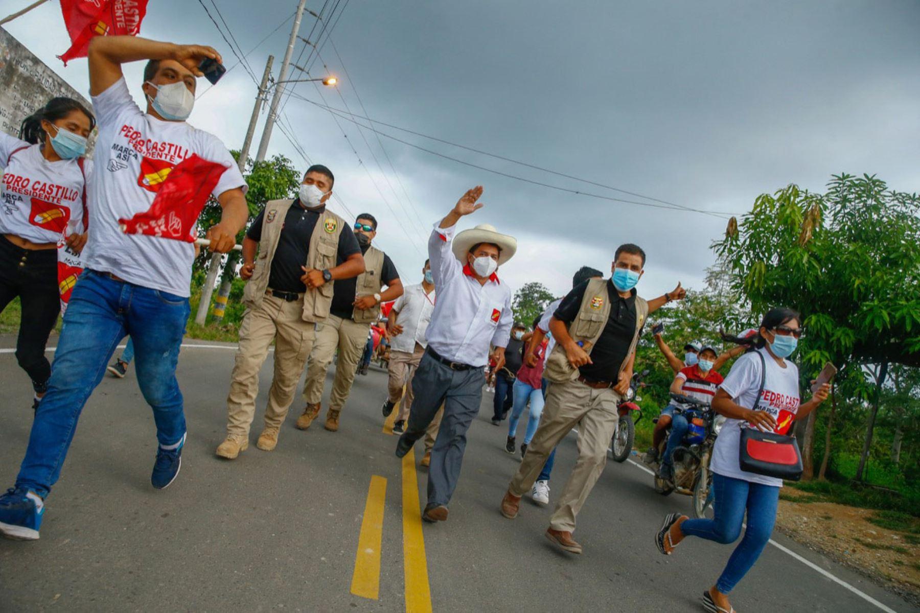 Candidato a la presidencia, Pedro Castillo participa en caravana junto a simpatizantes en la región de Tumbes.  Foto: ANDINA/Andrés Valle