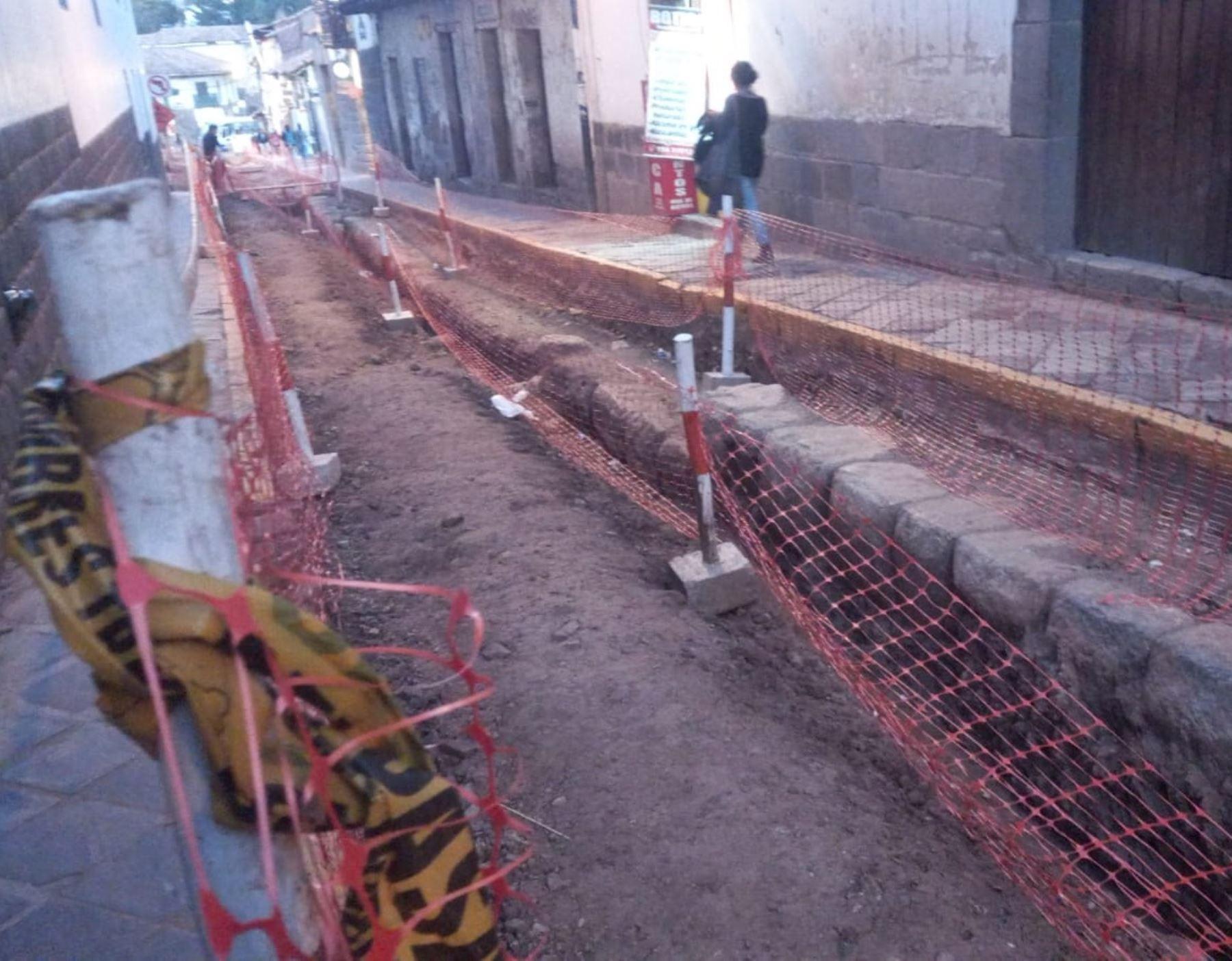 Municipalidad de Cusco paraliza una obra en el centro histórico de la Ciudad Imperial por un posible atentado cultural contra un muro inca a causa de una maquinaria. ANDINA/Difusión