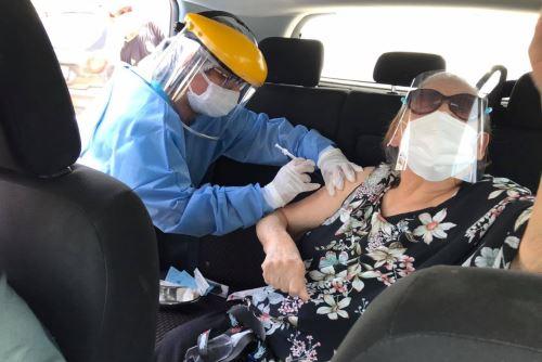 La vacunación contra la covid-19 ha favorecido la reducción de defunciones en la región Lambayeque. Foto: ANDINA/Difusión