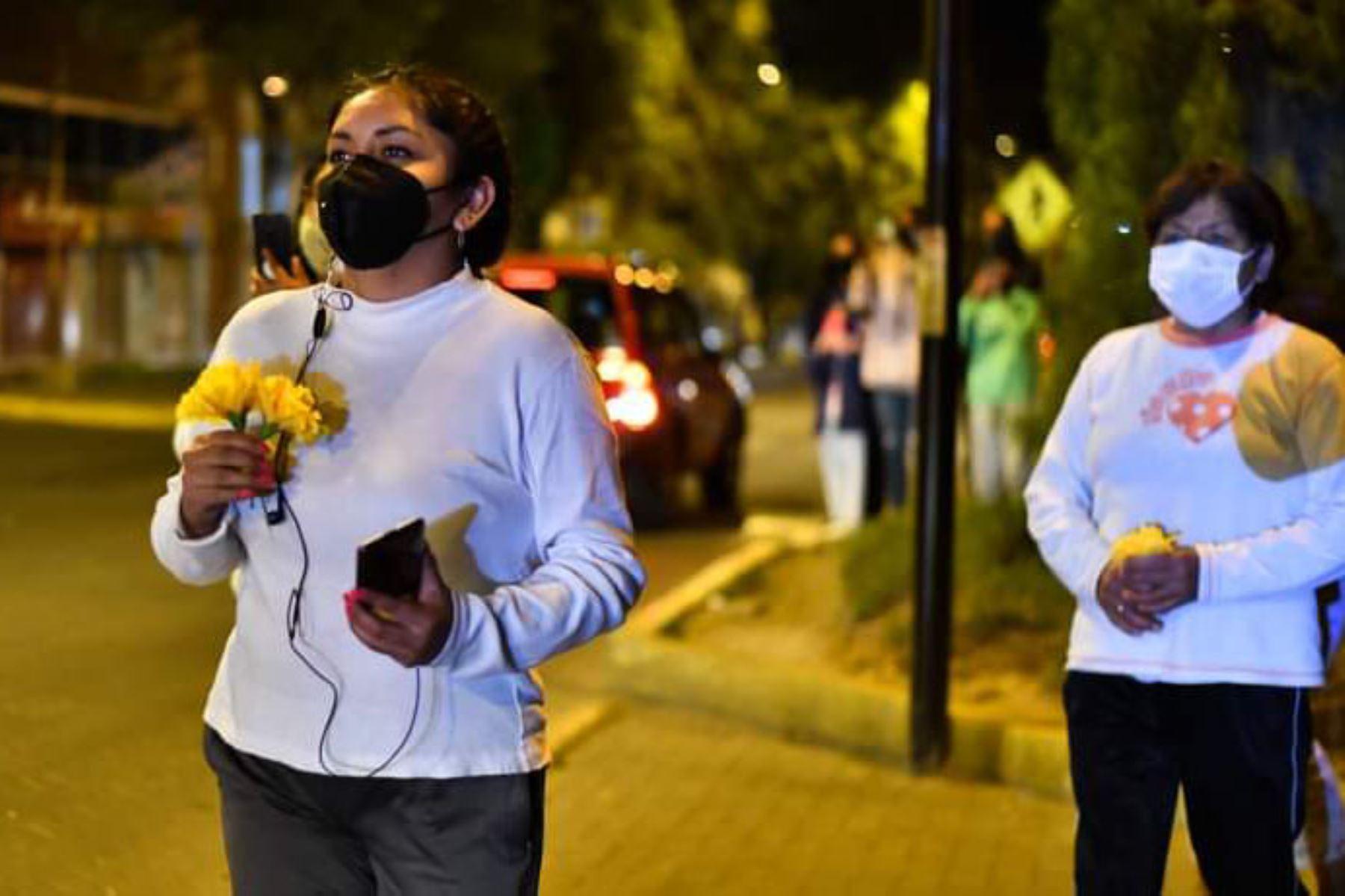 La virgen de Chapi visitó hospitales y calles de ciudad de Arequipa acompañada de la compañía de bomberos Virgen de Chapi B 233. Foto: Cortesía Diego Ramos