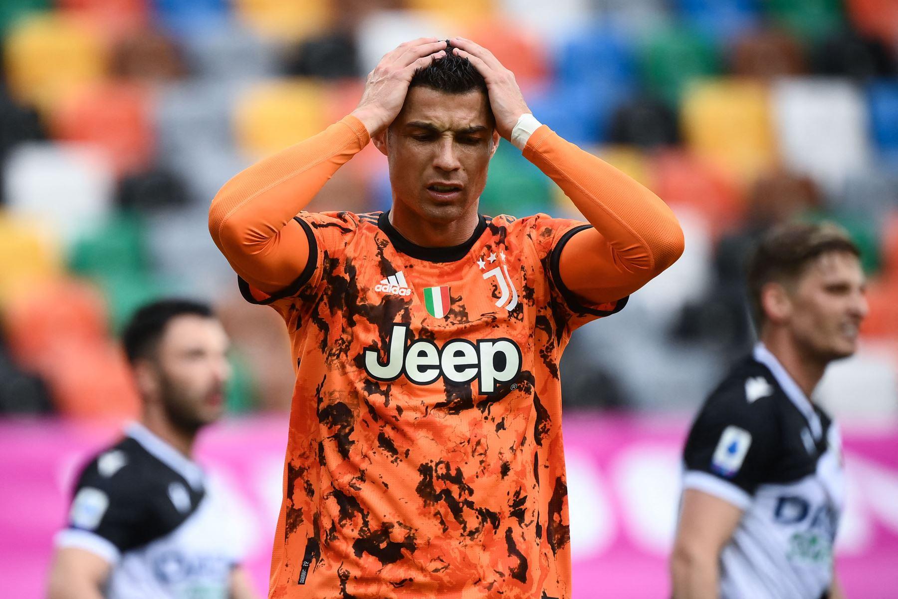 El delantero portugués de la Juventus, Cristiano Ronaldo, reacciona durante el partido de fútbol de la Serie A italiana entre el Udinese y la Juventus. Foto:AFP