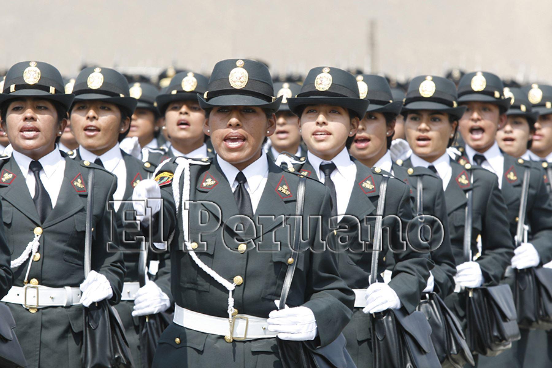 Lima – 18 mayo 2007 / Ceremonia de graduación de suboficiales de mujeres policías de la PNP, en Puente Piedra. Foto: Archivo EL PERUANO