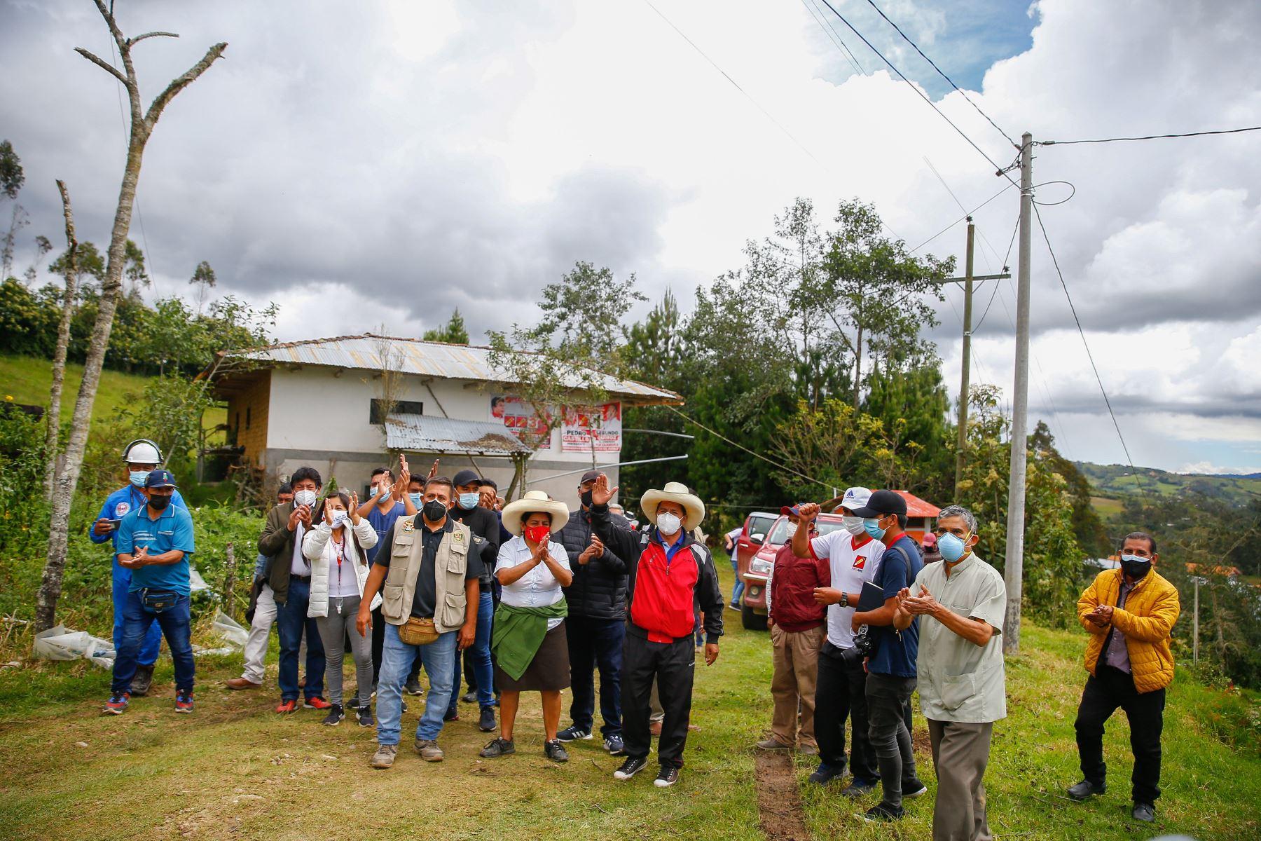 Declaraciones del candidato, Pedro Castillo en la carretera de Anguia a Socota, en Cajamarca. Foto: ANDINA/Andrés Valle
