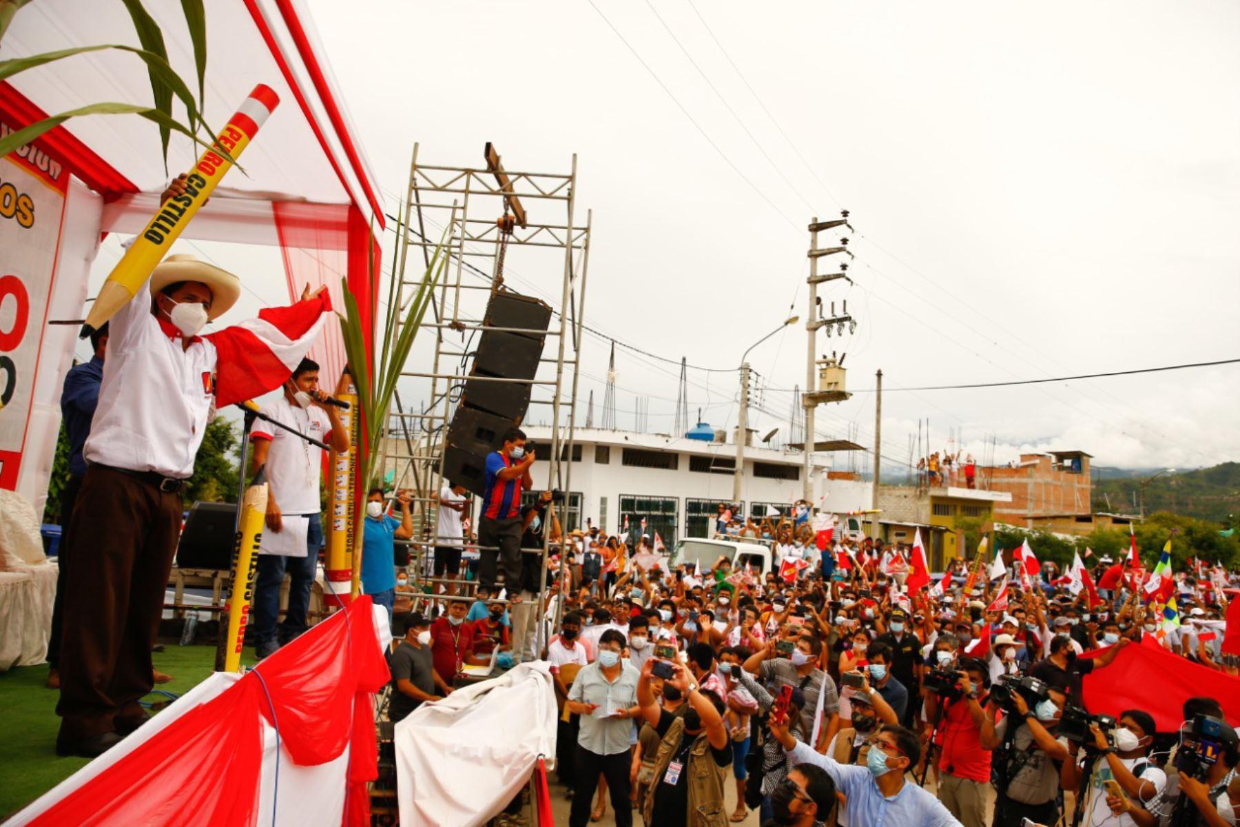 Pedro Castillo realiza mitin en la plaza Gochilla de Bagua Grande luego de hacer una caravana por la ciudad. Foto: ANDINA/ Andrés Valle