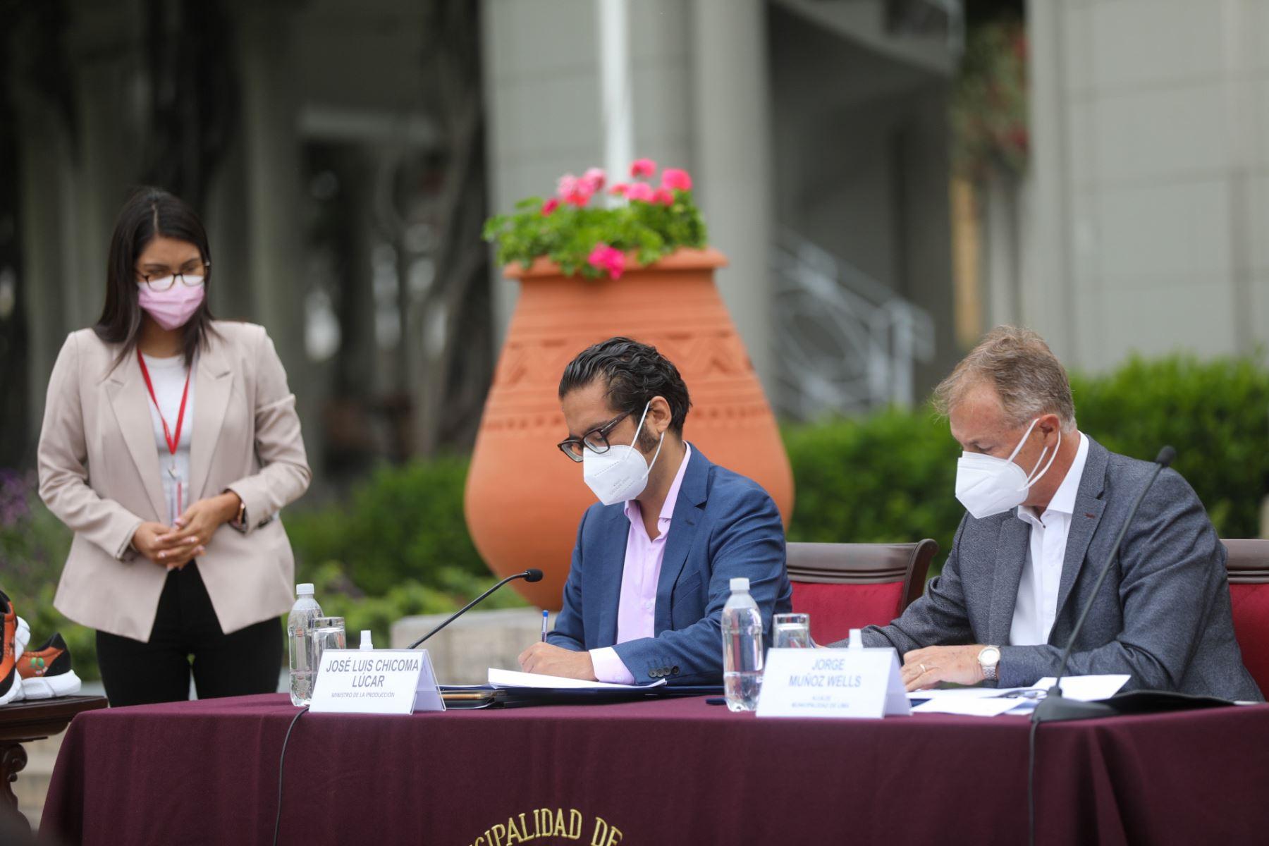 Ministerio de la Producción y Municipalidad de Lima firman un convenio de Cooperación Interinstitucional, con el fin de implementar mecanismos de coordinación, interacción, cooperación y reciprocidad en cuatro ejes: producción, comercio, proyectos y terrazas gastronómicas. Foto: Produce