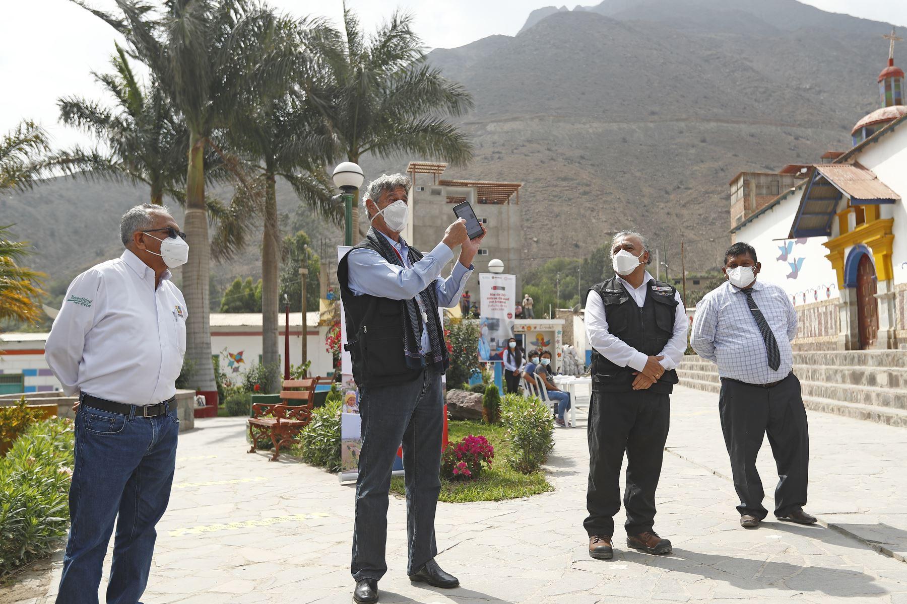 El Jefe del estado, Francisco Sagasti, acompañado del titular del Ministerio de Transportes y Comunicaciones, Eduardo González, supervisa el proyecto de banda ancha en la región Lima. Foto: ANDINA/Prensa Presidencia