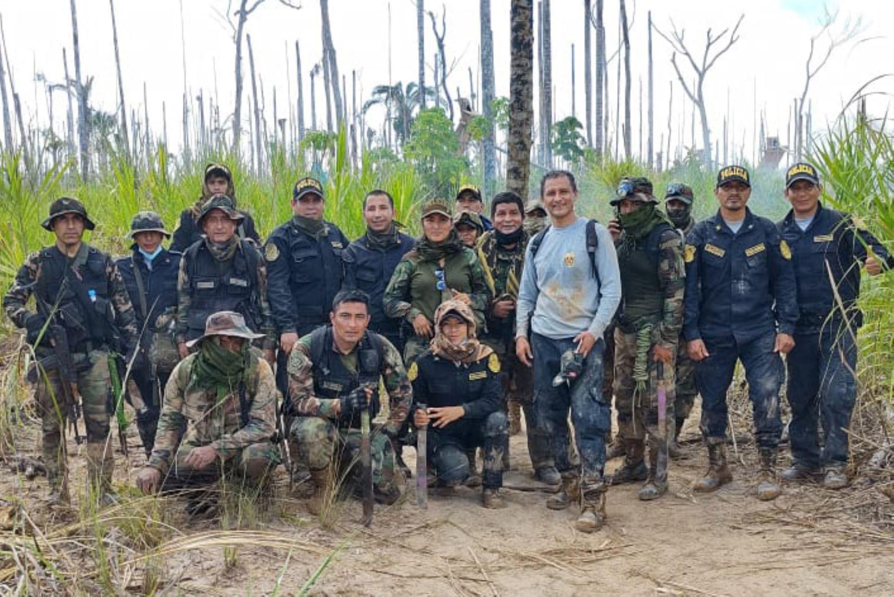 Efectivos policiales del Puesto de Comando Mercurio y de la Base Temporal de Alta Movilidad, ejecutaron un operativo conjunto de interdicción, seguridad contra el delito de minería ilegal y conexos, en la zona de amortiguamiento de la Reserva Nacional Tambopata en Madre de Dios. Foto: Policía Nacional de Perú