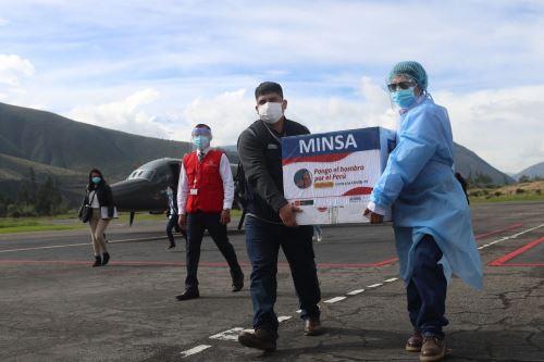 El Presidente Francisco Sagasti, entrega un nuevo lote de dosis de vacunas Pfizer en la región de Huaraz