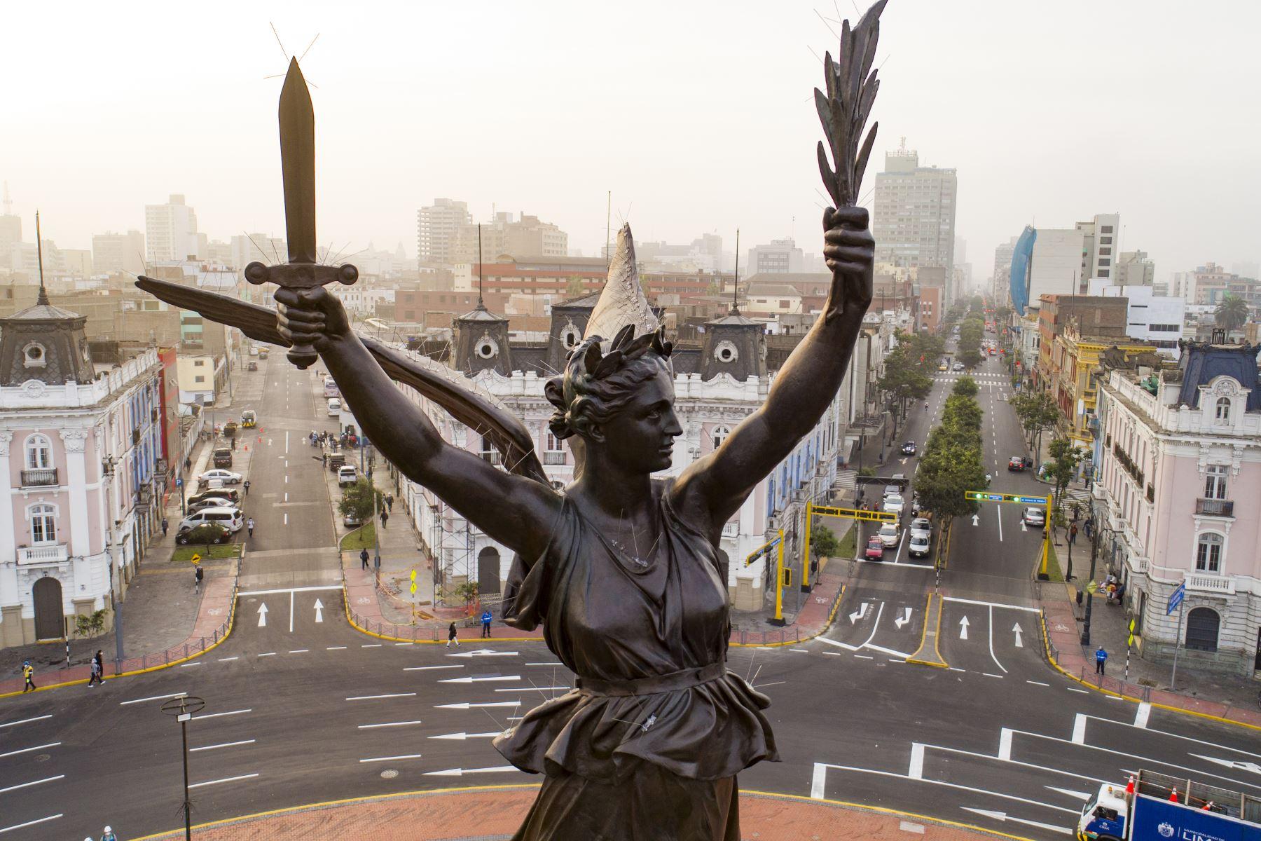 El alcalde de Lima, Jorge Muñoz, participa en la participa en la entrega del monumento a la victoria del Dos de Mayo, uno de los más altos e importantes de la ciudad. Los trabajos de recuperación de la escultura son parte del Plan Maestro del Centro Histórico de Lima. Foto: ANDINA/Municipalidad de Lima