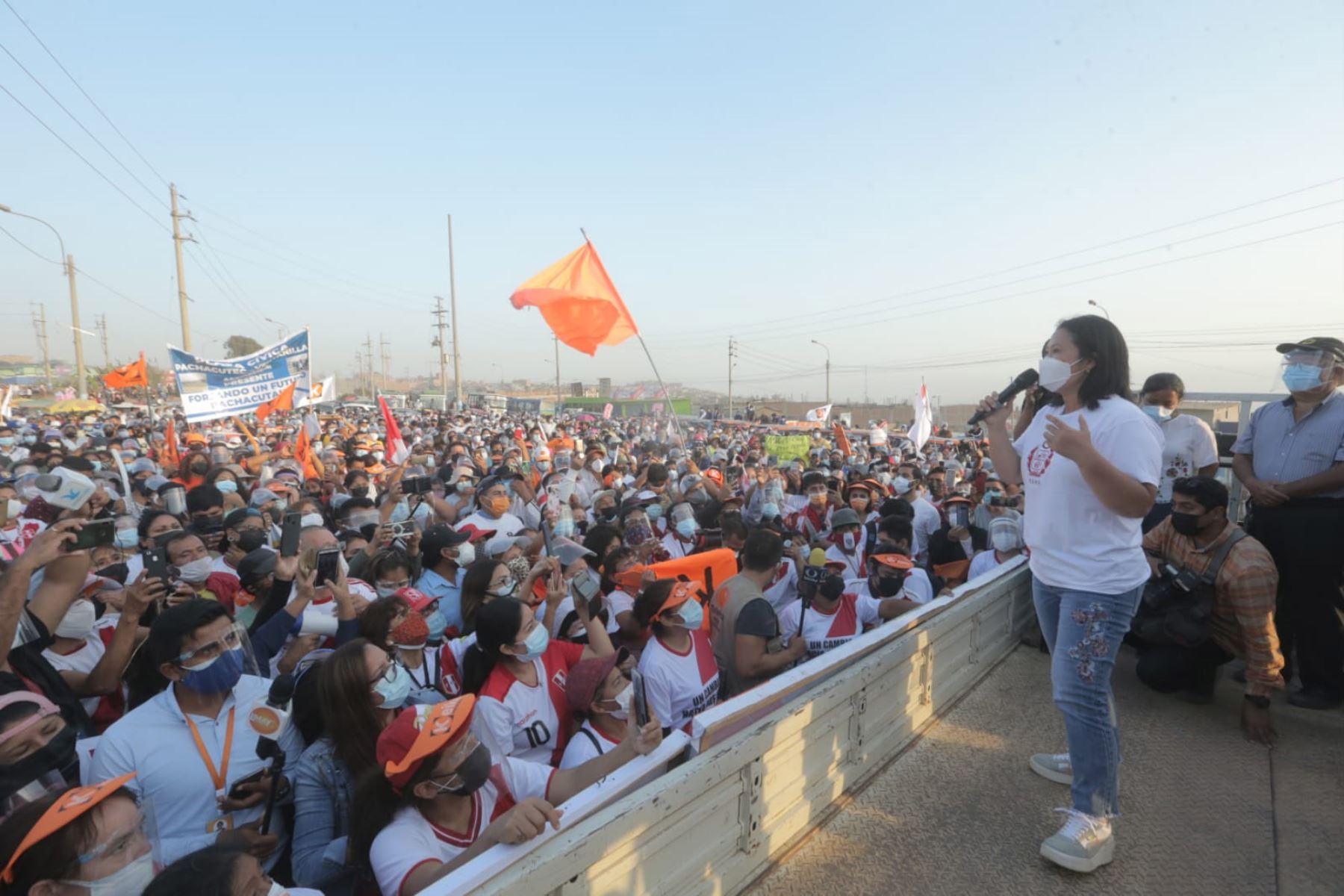 Mitin de la  candidata de Fuerza Popular, Keiko Fujimori  en el distrito de Ventanilla, como parte de su agenda en la ciudad de Lima. Foto: ANDINA/Jhony Laurente