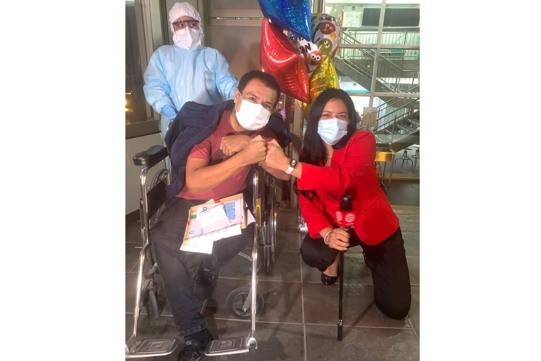 Periodista Jimmy Chinchay venció al covid-19. Fotos: Sergio Chinchay/Facebook.