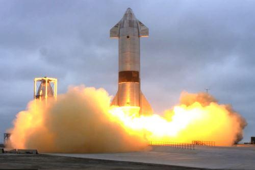 Ttransmisión en vivo de SpaceX que muestra el lanzamiento del cohete Starship SN15 desde Boca Chica, Texas
