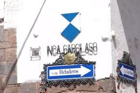 La casa del Inca Garcilaso de la Vega, actualmente sede del Museo Histórico Regional de Cusco, se convirtió hoy en el primer monumento de dicha región que cuenta con el Escudo Azul de la Unesco, importante distintivo otorgado por el organismo internacional que lo reconoce como inmueble cultural con protección especial frente a cualquier amenaza de deterioro.