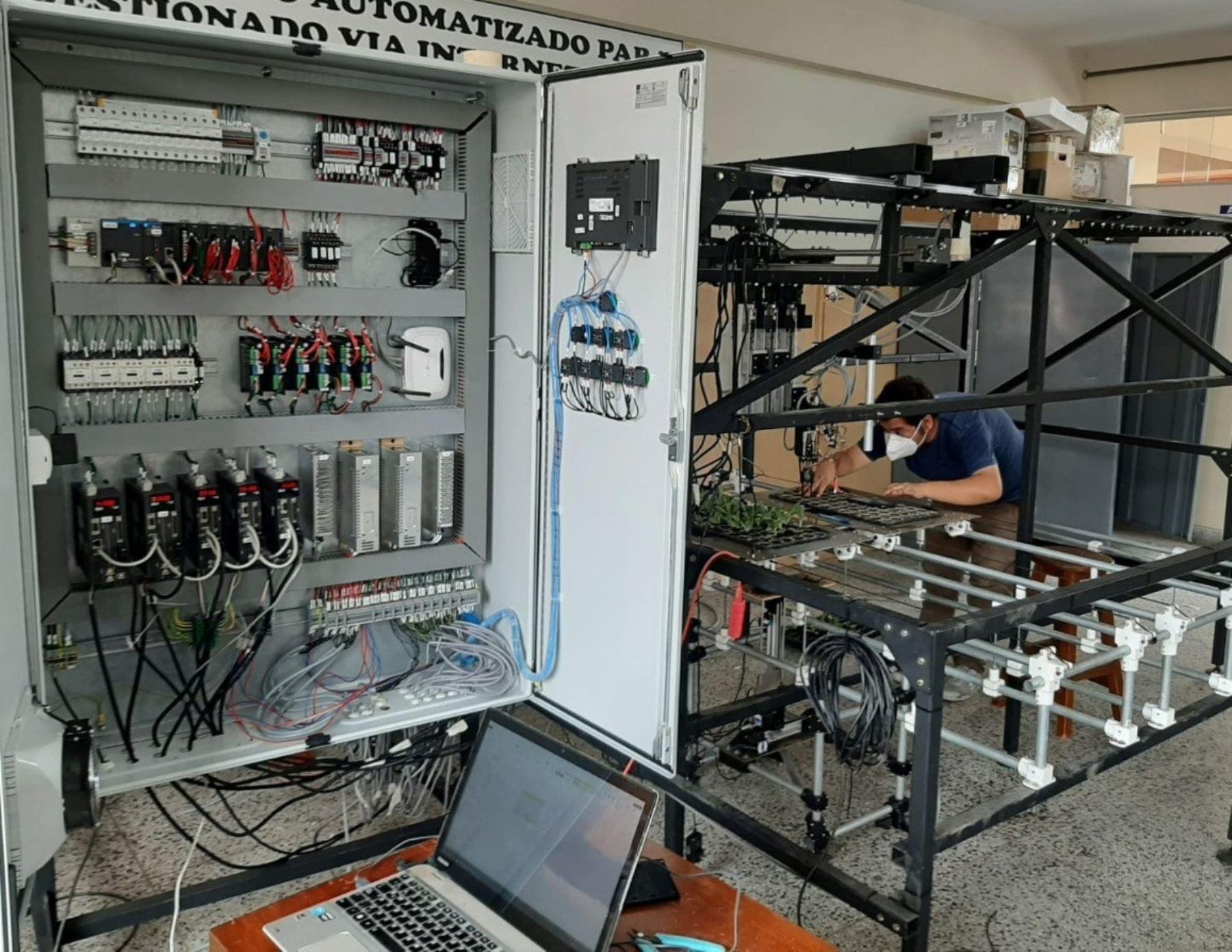 Investigadores peruanos de la Universidad Privada Anteneor Orrego desarrollan un innovador sistema robótico que busca optimizar la producción de la agroindustria en La Libertad. ANDINA/Difusión