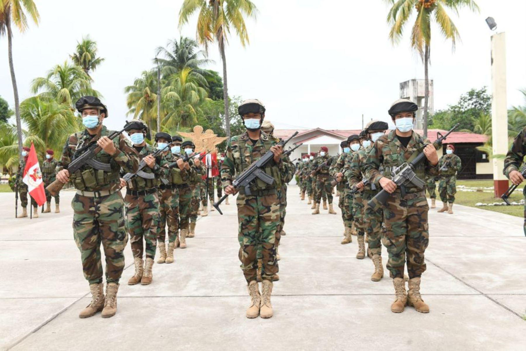 El presidente Francisco Sagasti y el ministro del Interior, José Elice, participan en la ceremonia de donación de 17 toneladas de explosivos por parte de la Sucamec a la Dirandro. Foto: Mininter