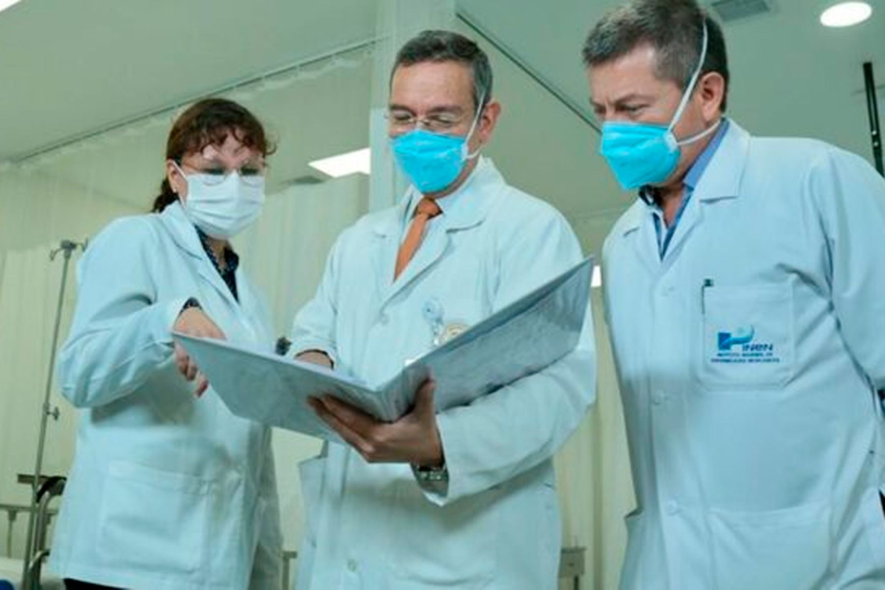 A través de la Guía de Práctica Clínica, profesionales de la salud conocen las pautas médicas a considerar para una adecuada atención a pacientes con esta neoplasia. Foto: ANDINA/INEN