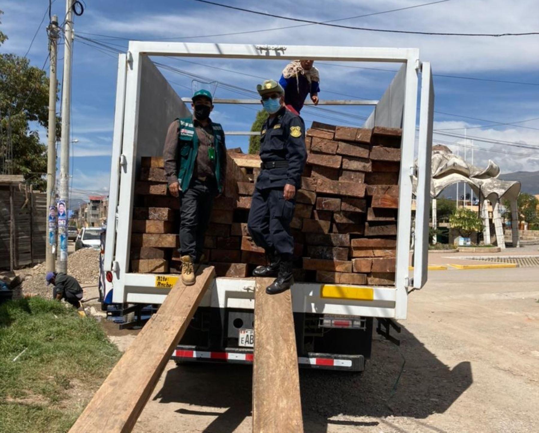 Autoridades intervienen depósito ilegal de madera en la provincia de Huancayo, región Junín, y decomisan más de 20,000 pies tablares. ANDINA/Difusión