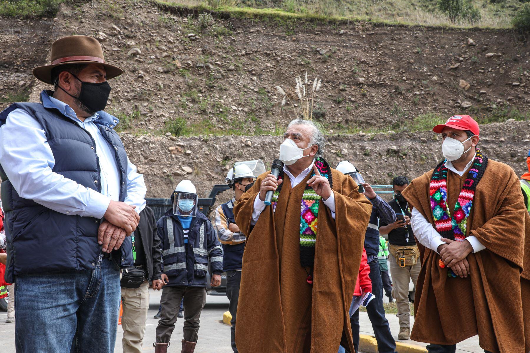 El Ministro de Trabajo Javier Palacios Gallegos, supervisó los trabajos de carretera, que Proregión realiza en el departamento de Huancavelica. Foto: ANDINA/Ministerio de Trabajoo
