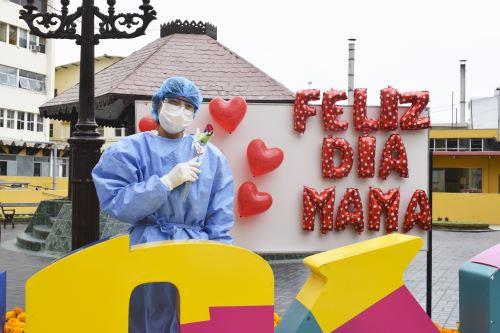 INSN Breña rinde homenaje a madres profesionales en salud que trabajan en primera línea