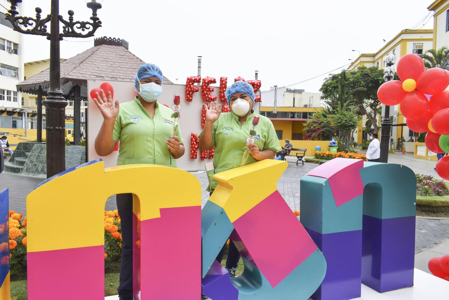 A pocos días del Día de la Madre, el Instituto Nacional de Salud del Niño (INSN) de Breña, rindió homenaje a profesionales en salud que trabajan en primera línea en medio de la pandemia del coronavirus. Foto: INSN-Breña