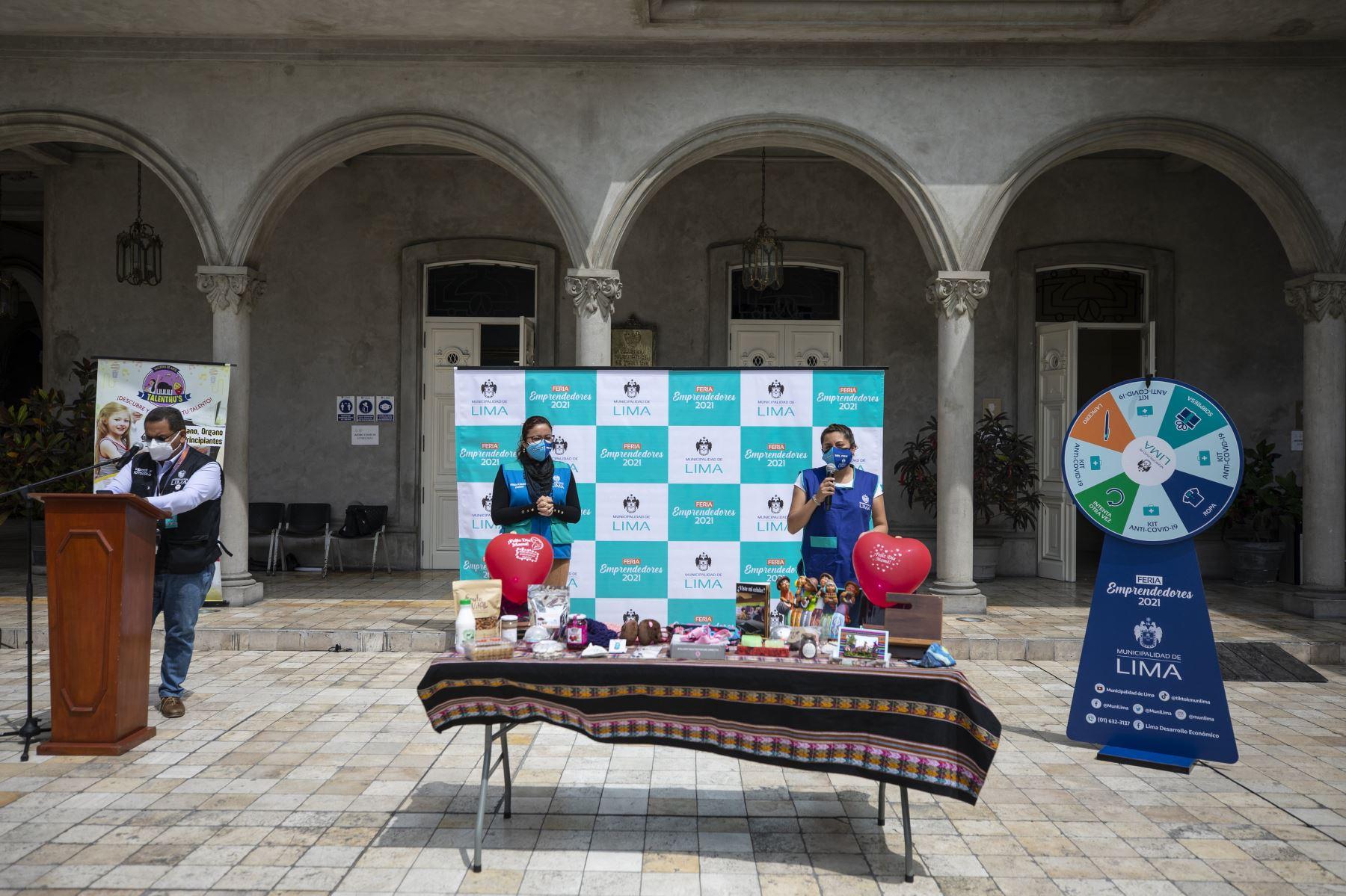 La Municipalidad de Lima  organizo la feria en apoyo a las madres emprendedoras de  productos, gastronómicos, textiles, artesanías y manualidades. en el Circuito Mágico del Agua del Parque de la Reserva. Foto: ANDINA// MLM