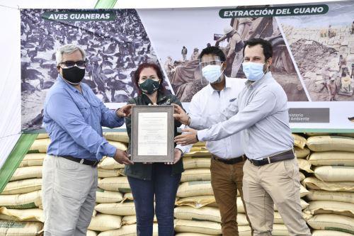 Agrorural recibe ocho certificaciones orgánicas de guano de islas por parte de CAAE América