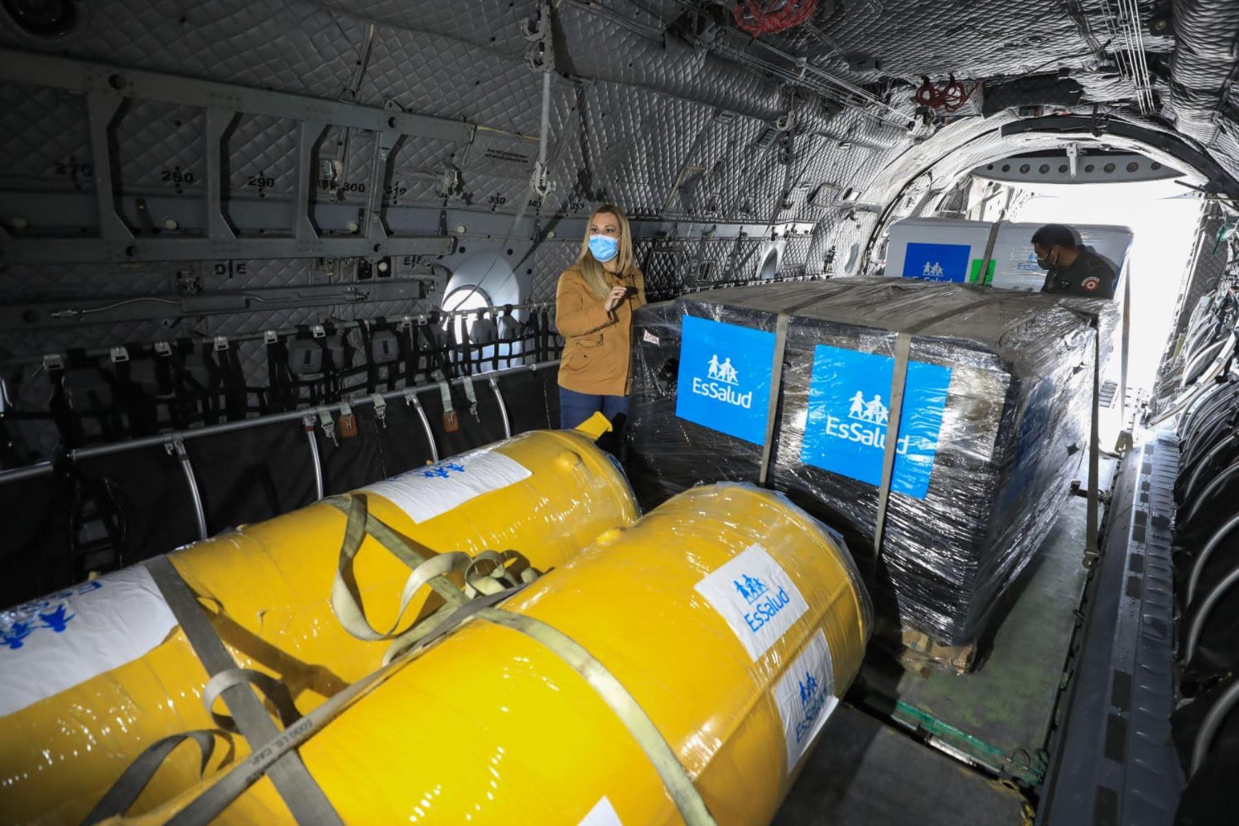 Presidenta de EsSalud, Fiorella Molinelli supervisa envío de 3 plantas de oxígeno medicinal a las regiones de Amazonas y Tumbes. De esta manera llegamos a las 64 plantas de oxígeno enviadas a nivel nacional durante la pandemia. Foto: EsSalud