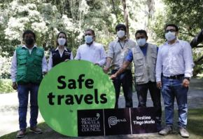 La ministra de Comercio Exterior y Turismo, Claudia Cornejo, entregó hoy el sello internacional Safe Travels al destino turístico Tingo María, en la región Huánuco. Con ello, este importante atractivo, de la zona central del Perú, se prepara para recibir a los visitantes.