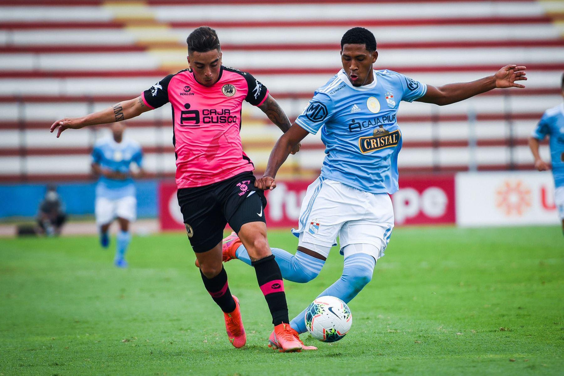 Cusco F.C y Sporting Cristal  se enfrentan por la séptima  fecha de la fase 1, en el estadio Miguel Grau .  Foto: @LigaFutProf