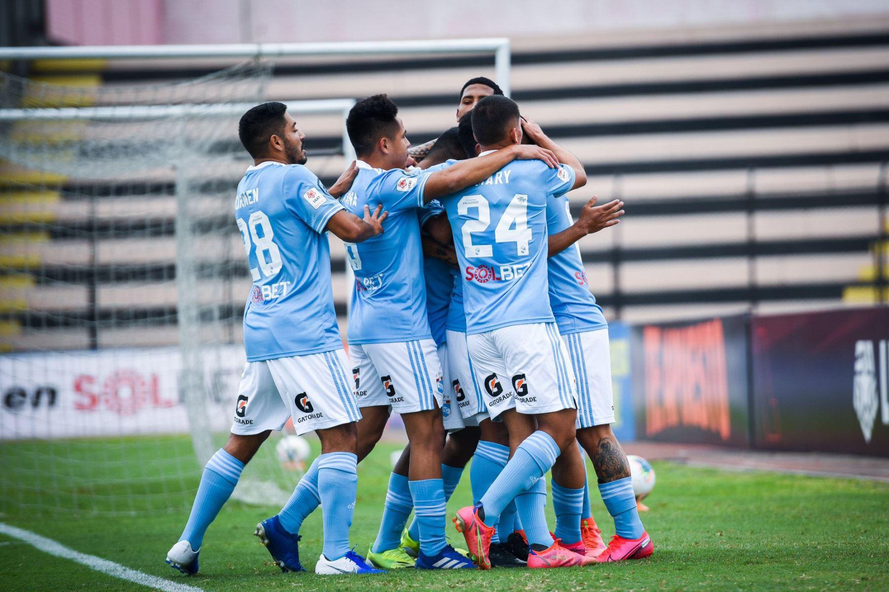 Alejandro Hohberg de Cristal celebra su gol ante el Cusco F.C  por la séptima  fecha de la fase 1, en el estadio Miguel Grau .  Foto:@ClubSCristal