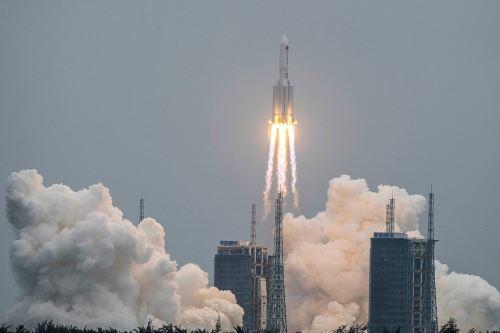 El país asiático puso en órbita el 29 de abril el primer módulo de su estación espacial, gracias al cohete portador Long March 5B, el más potente e imponente lanzador chino. (Foto: AFP)