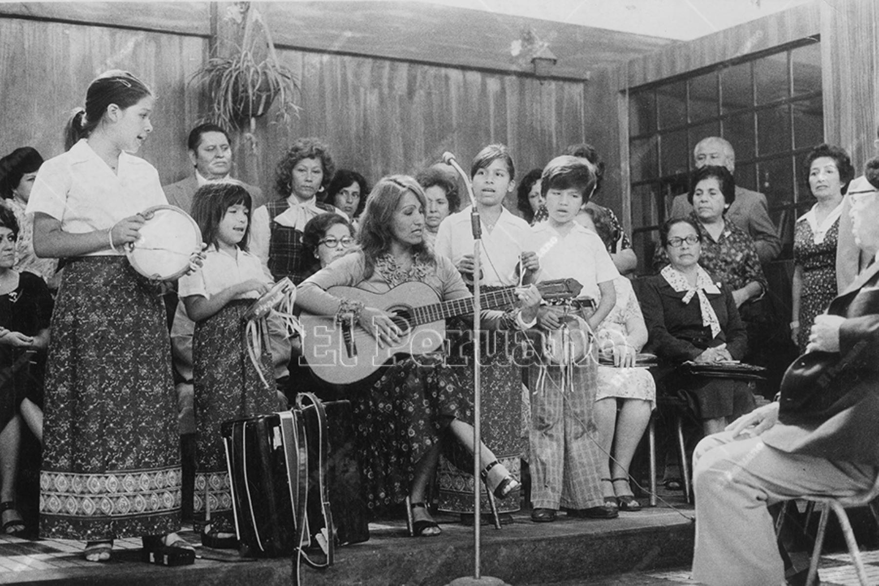 Lima - 6 mayo 1979 / Coro infantil anima  la celebración del Día de la Madre. Foto: Archivo Histórico de El Peruano