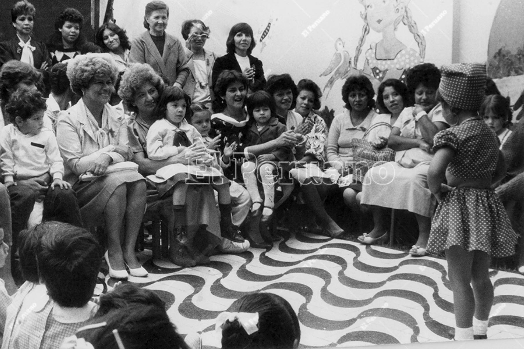 Lima - 8 de mayo 1986 / Celebración del Día de la Madre en un centro  de educación inicial. Foto: Archivo Histórico de El Peruano / Manuel Cahua