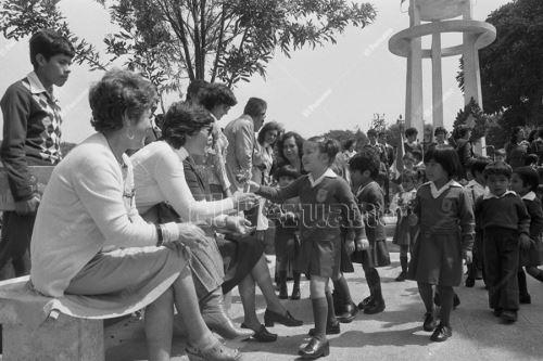 Día de la madre: celebraciones de amor en el Perú. [Archivo histórico]