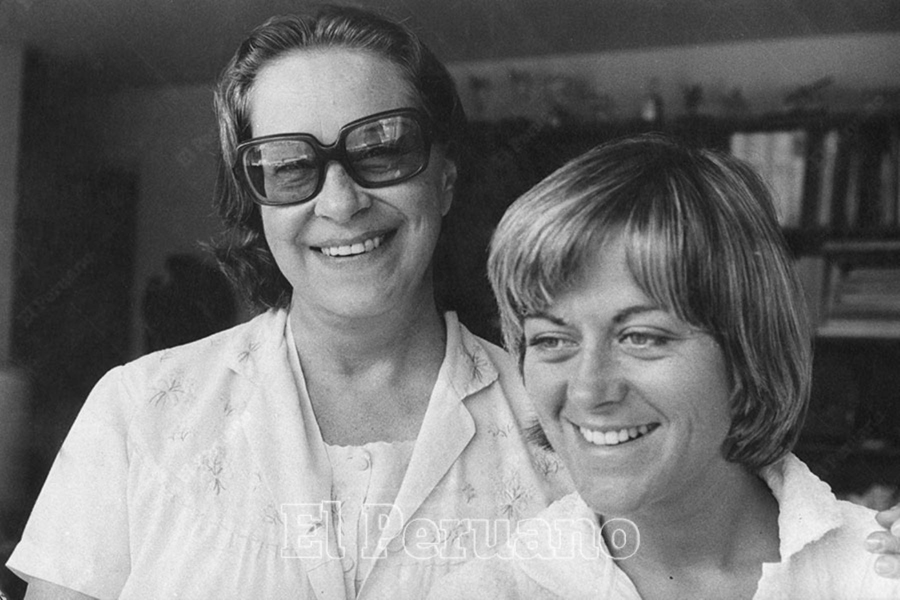 Lima - 15 diciembre 1976 / La compositora Chabuca Granda y su hija Teresa Fuller.  Foto: Archivo Histórico de El Peruano